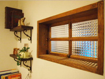 チェッカーガラスの木製室内窓